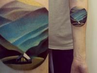 Татуировка домик на предплечье
