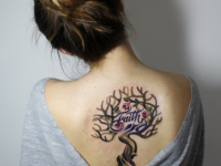 Татуировка дерево на спине