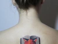 Татуировка лисица на спине