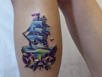 Татуировка корабль на икре