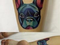 Татуировка собака на икре