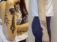 Татуировка оскар на предплечье