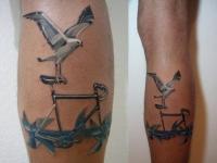 Татуировка чайка на икре
