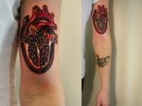 Татуировка сердце на плече