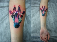 Татуировка жираф на предплечье