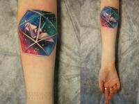 Татуировка оригами на предплечье