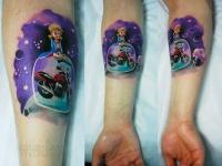 Татуировка мотоцикл на предплечье