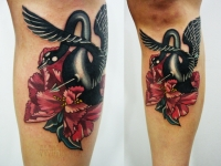 Татуировка лебедь на икре