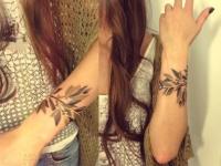 Татуировка ветка на предплечье