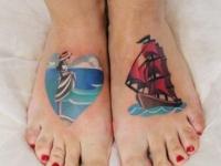 Татуировка море на стопе