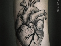 Татуировка сердца на руке