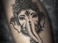 Татуировка индийского божества на руке