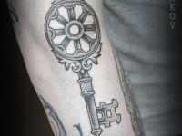 Татуировка ключик на предплечье