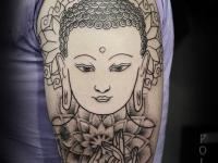 Татуировка Будда на плече