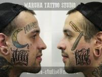 Татуировка надписи на щеках