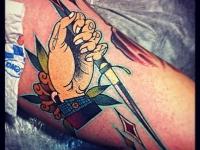 Татуировка рука с кинжалом