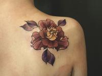 Тату цветок сзади на плече