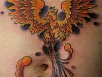 Татуировка орел на животе