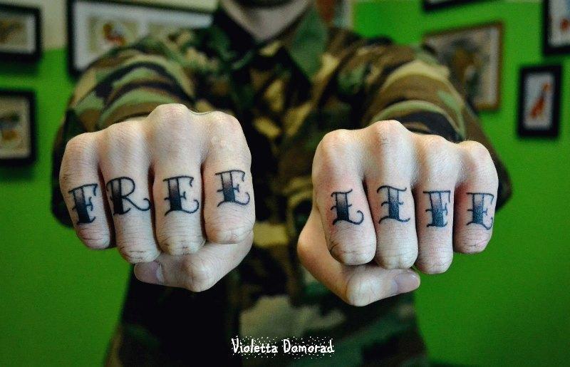 Тату надписи на пальце для девушек с переводом фото эскизы