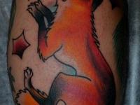 Татуировка лиса на икре