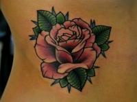 Татуировка роза на боку