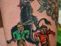 Татуировка чёрт и дети на бедре
