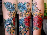 Татуировка цветы на предплечье