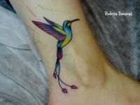 Татуировка птичка на голеностопе