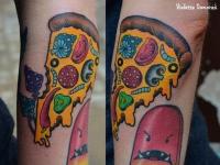 Татуировка пицца на предплечье