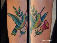 Татуировка колибри на предплечье
