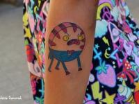 Татуировка злая рожица на предплечье