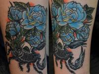 Татуировка скорпион с розой