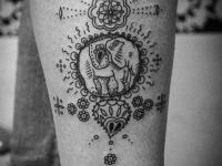 Татуировка слон на голеностопе