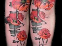 Татуировка маки на руке