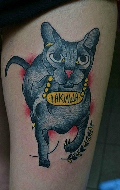 Татуировка кошки сфинкс сделана Егором Лещёвым по собственному эскизу (old school/traditional tattoo) девушке на ноге. За основу была взята фотография кошки. Татуировка была выполнена за один сеанс (2 часа)