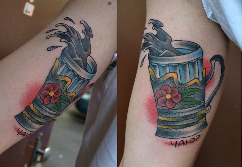 Эта татуировка выполнена на внутренней стороне плеча (бицепс). Выполнение татуировки и разработка эскиза - мастер Виолетта Доморад. Стилистика - олд скул, традишнл,традиционная татуировка, Traditional / Old school tattoo. Обладатель татуировки - поклонник РЖД, и всего что с дорогой связано.