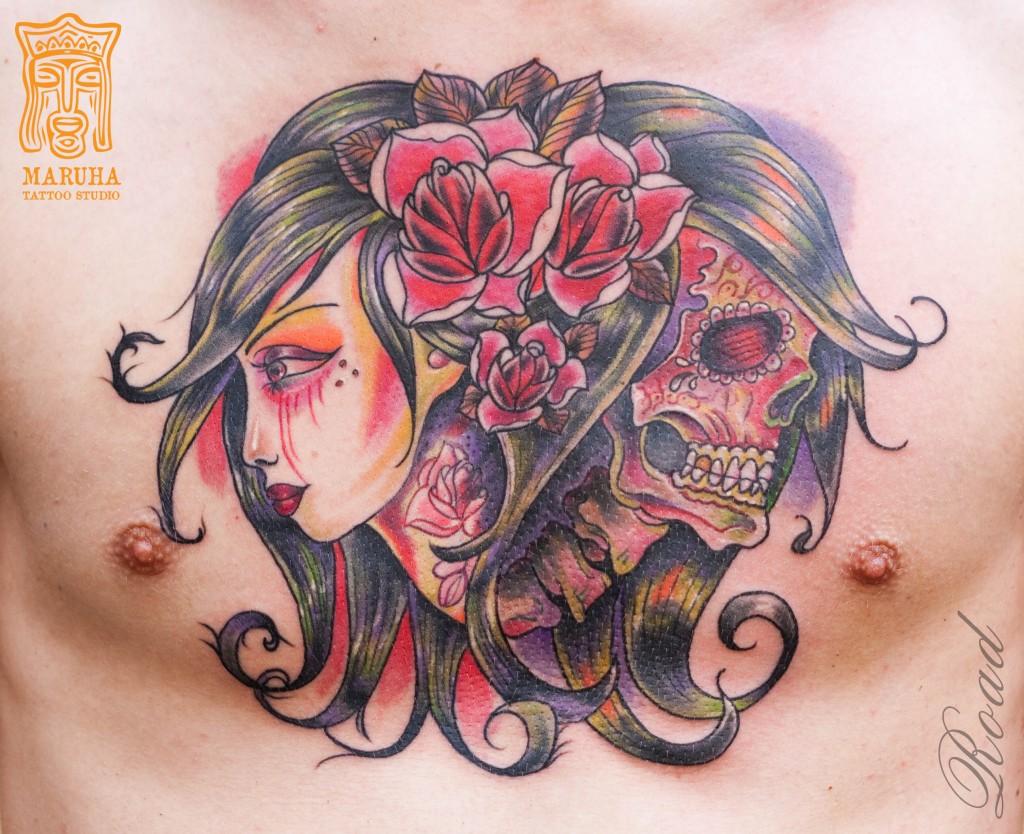 Татуировка на груди.Мастер Николай Дорожный.