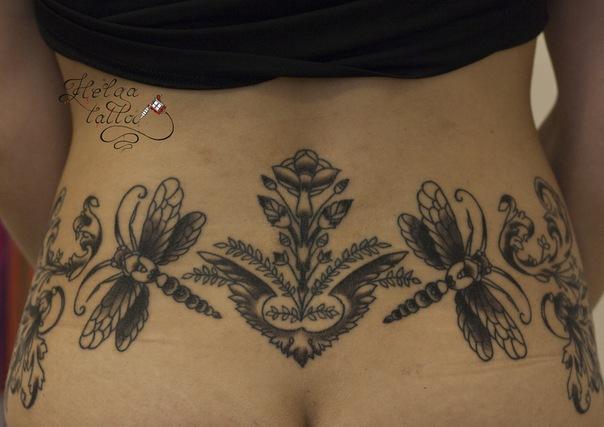 узор тату на спине женская татуировка