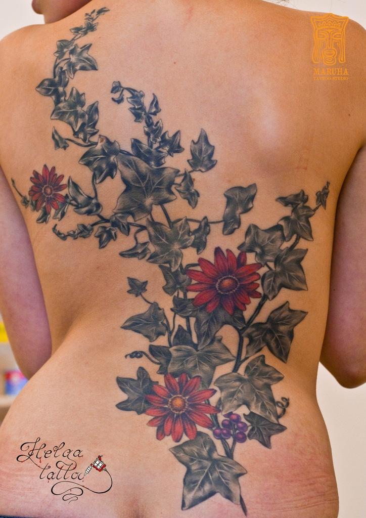 женская изящная татуировка тату ромашки
