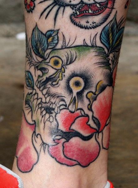 череп в розе олд-скул татуировка наколка узор ужас и страх