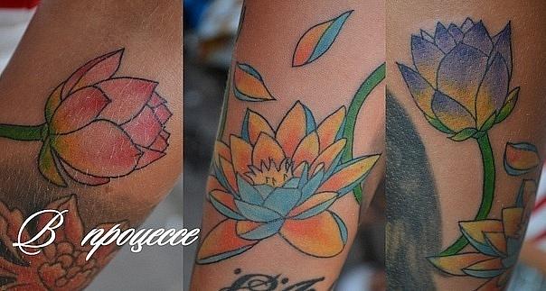 Татуировка выполнена на руке. Цветы сделаны за 1 сеанс. Мастер Виолетта Доморад. Будет продолжение.