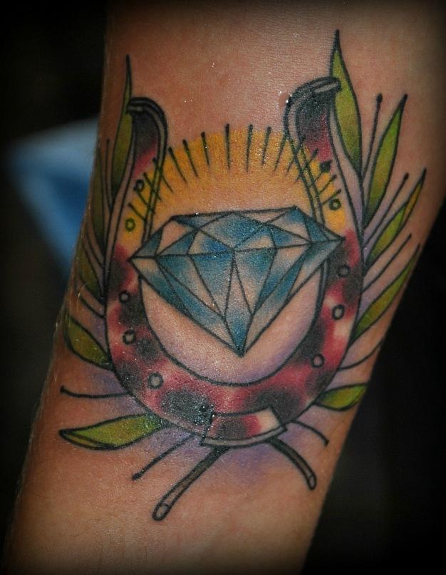 татуировка,студия татуировки, подкова, бриллиант тату, салон татуировки, олд скул,