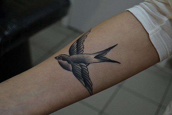 Татуировка выполнена на руке, предплечье. Время работы - меньше часа. Эскиз JAY CHASTAIN с изменениями. Мастер Виолетта Доморад.