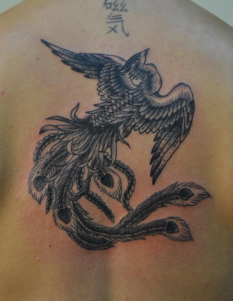 Татуировка выполнена на спине между лопаток. Время работы 2,5 часа. Черно-белая татуировка. Автор эскиза - Сhris Gawer. Мастер - Виолетта Доморад.