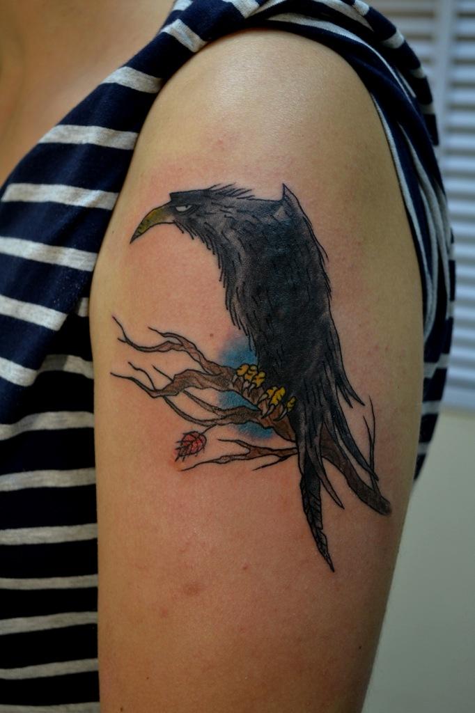 Татуировка выполнена на плече. Картинка из интернета с  изменениями и дополнениями. Каверап, cover up, перекрытие старой татуировки. Мастер Виолетта Доморад.
