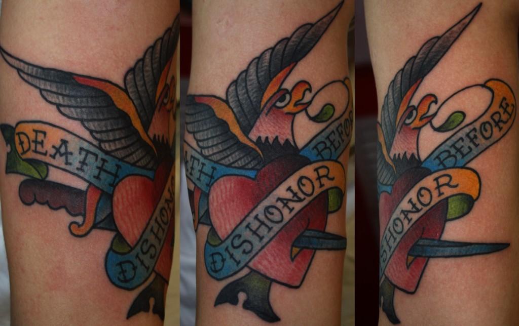татуировка выполнена мастером Егором Лещёвым по дизайну Sailor jerry (old school / traditional tattoo)