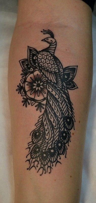 Татуировка выполнена на руке, на внутренней стороне предплечья. Работа сделана по индивидуальному эскизу для девушки. Чёрно-белая татуировка. Время работы меньше 2х часов. Мастер Виолетта Доморад