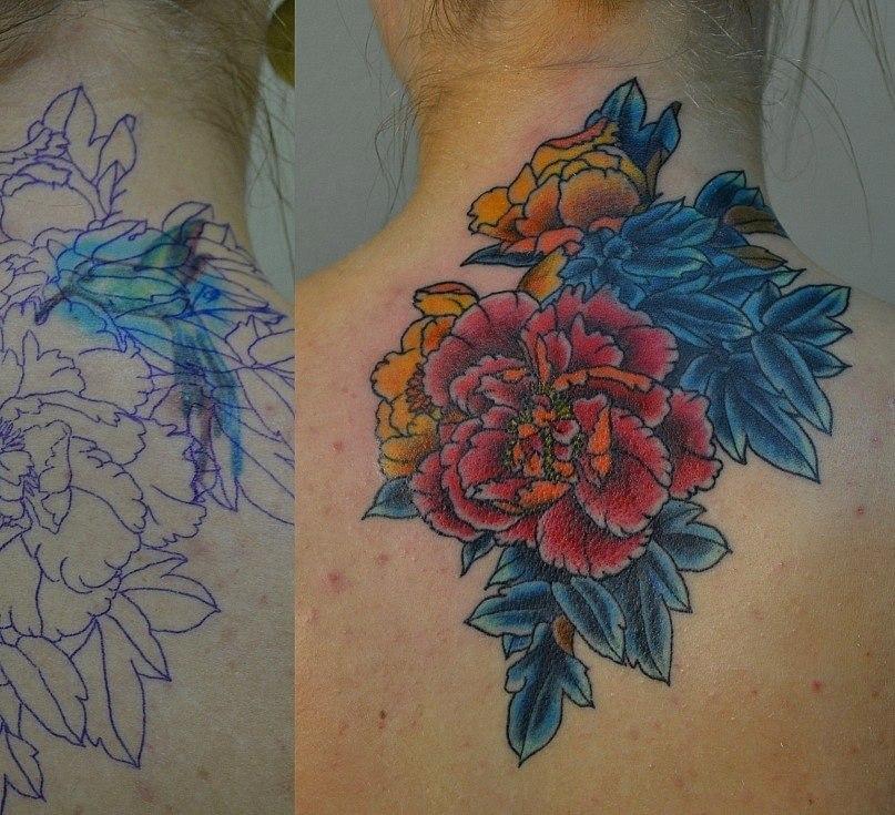 """Татуировка пионы выполнена на спине. Перекрытие старой татуировки. Время работы 4,5 часа. """" сеанса. Картинка из инета с изменениями. Цветная татуировка. Мастер Виолетта Доморад"""