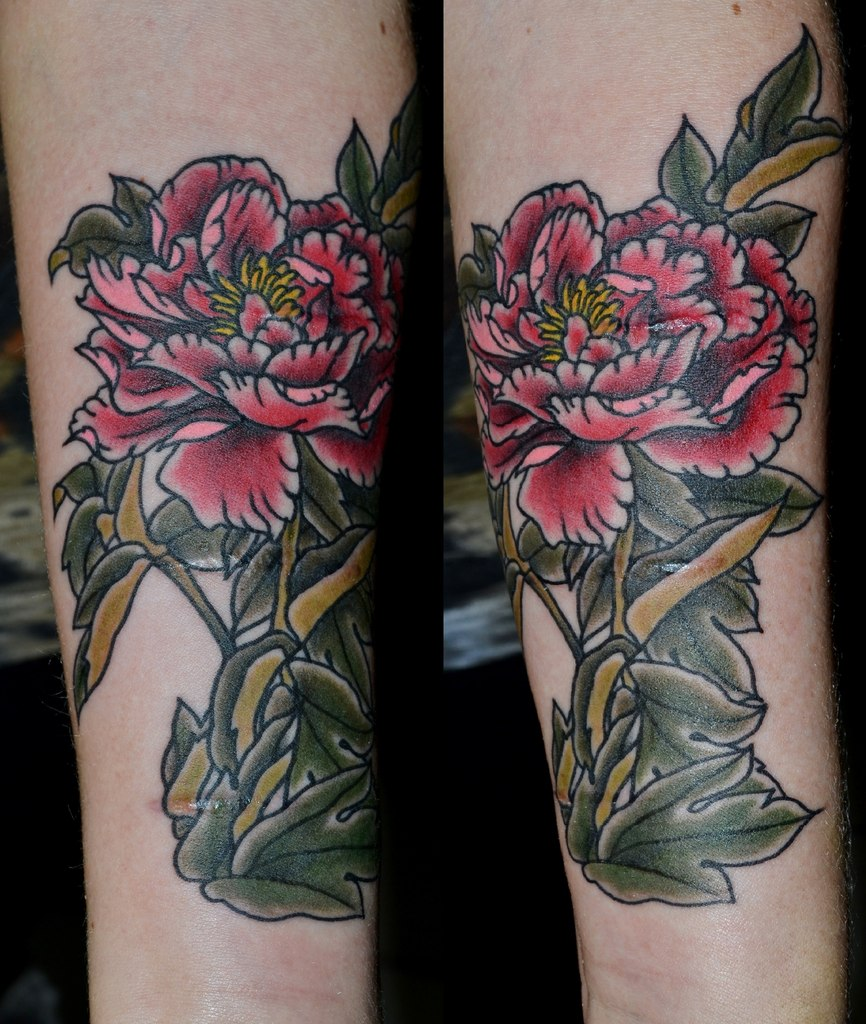 Татуировка выполнена на предплечье, перекрытие шрамов. Мастер Виолетта Доморад.