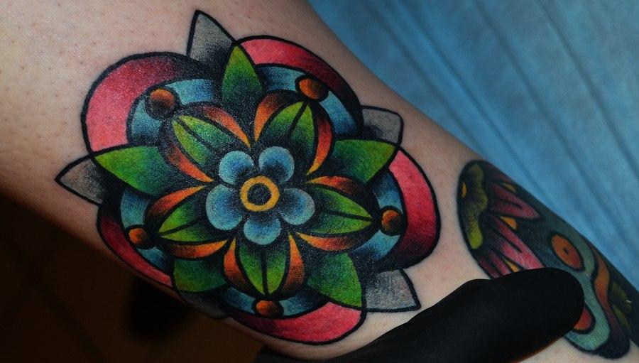 татуировка орнаментальный цветок